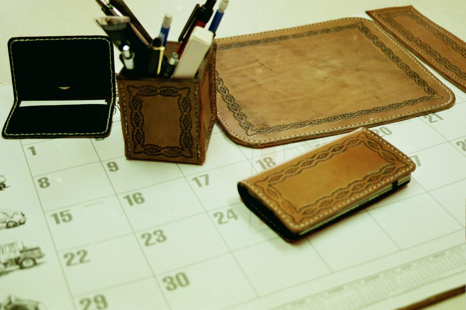 The Deluxe Western Office Set Includes Basic Plus A Mouse Pad 8 3 4 X10 1 And Pen Pencil Cup Both Sets Can Be Tooled With